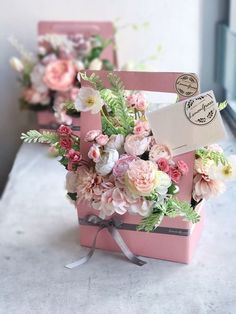 67 Ideas flowers gift box design for 2019 Deco Floral, Arte Floral, Floral Design, Flower Box Gift, Flower Boxes, Diy Flower, Silk Flowers, Paper Flowers, Bouquet Flowers