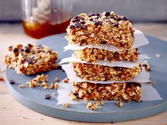 Healthy snacks are now helping against the afternoon low. It contains … - Healthy Eat Vegan Sweets, Healthy Sweets, Healthy Snacks, Brunch Buffet, Dessert Recipes, Desserts, No Bake Cake, Bakery, Sweet Treats