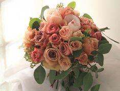7シェアブーケ 紅茶色のバラで : 一会 ウエディングの花