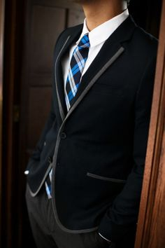 Reminds me of Glee lol. But I would totally sport this to school, just with a cardinal red tie instead of blue.