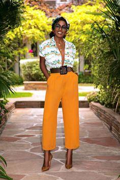 Roupa social feminina: confira imagens que vão do clássico ao despojado Looks Instagram, Style Pantry, Look Girl, Yellow Pants, Pleated Pants, Swing Skirt, Fashion Pants, Fashion Dresses, Denim Shirt