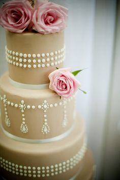 Vintage cake with pink roses - My wedding ideas