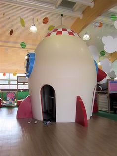 young children can climb inside George's spaceship - International Play Company designed, manufactured and installed the interactive play structures inside George's Spaceship Playzone. www.iplayco.com #WeBuildFun #ForAllAges