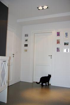Jeśli białe drzwi to tylko Swedoor - zdjęcia na FotoForum | Gazeta.pl Doors, Furniture, Home Decor, Living Room, Decoration Home, Room Decor, Home Furnishings, Home Interior Design, Home Decoration