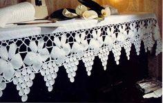 Bordo realizzato all'uncinetto irlandese, è molto elegante ma molto impegnativo.