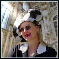 Vogue V7464 - SEWING CHANEL-STYLE Round Sunglasses, Sunglasses Women, Chanel Fashion, Style Fashion, Van, Model, Blog, Round Frame Sunglasses, Vans