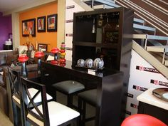 Muebles modernos para bar - cantina en el hogar http://blgs.co/-chj6j