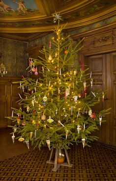Christmas tree in the Victorian home.