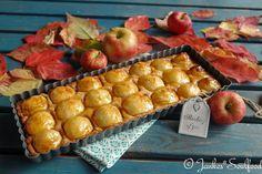 Tarte aux pommes mit feinem Zimtboden und Aprikosenglasur