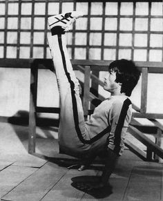Bruce doing his elevated V sit on set of the game of death