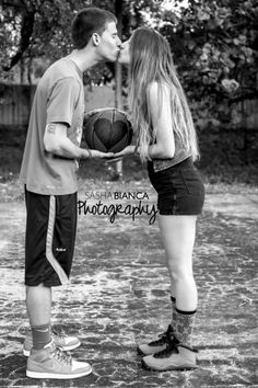 Sasha Bianca Photography | Portraits | Portrait Photography | Couples Photography | Couples Photo| South Florida Photographer | Outdoor Photo shoot | bw | black and white photography | black and white couple's basketball photoshoot