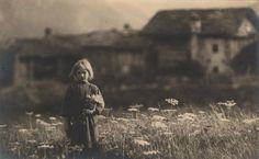 tytusjaneta: Domenico Riccardo Peretti Griva (1882 - 1962) Little girl on meadow, before 1929 #vintage #dreamz #darkroom #dof