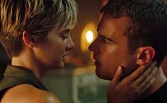 Huge FourTris feels here! Everybody is asking why Tris cut her hair. It's because her hair reminds her of her mom and when she used to cut her hair, so therefore, she cut it all off. Tris Et Tobias, Tris Und Four, Divergent Theo James, Divergent Four, Divergent Trilogy, Divergent Insurgent Allegiant, Tris Prior, Shailene Woodley, Jane Austen
