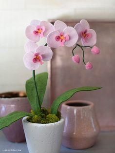 Learn How to Craft Your Own Felt Orchid Plant – Lia Griffith – keçe aksesuar – Kreativ Paper Flowers Diy, Felt Flowers, Flower Crafts, Fabric Flowers, Felt Roses, Little Flowers, Felt Crafts, Diy And Crafts, Small Potted Plants