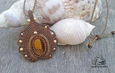 Tigers eye macrame pendant handmade necklace por byLaughingBuddha