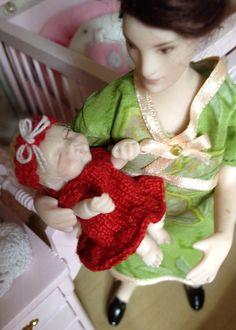 Kudottu 1:12 vauvan punainen mekko 0,8mm puikoilla :)
