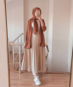 Hijab Fashion Summer, Modern Hijab Fashion, Street Hijab Fashion, Modesty Fashion, Hijab Fashion Inspiration, Muslim Fashion, Skirt Fashion, Fashion Outfits, Hijab Style