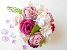 Moules thermoformables : Bouquet de roses  Fabriquez un bouquet de roses que vous conserverez longtemps puisqu'il est réalisé avec des planches de mousse thermoformable et des moules pour thermoformage