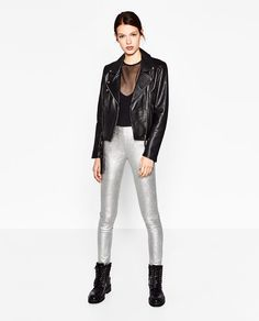 Grey can be a tricky color, but knowing its most popular shades and how to style them is the ultimate key to take your grey leggings outfit to the next level.
