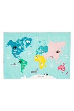 Bawełniany chodnik z mapą : Prostokątny chodnik z bawełny z nadrukiem mapy świata na wierzchu. Antypoślizgowy spód.