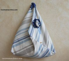 DIY Videotutorial How to build and sew an Origami Sea Bag - 2019 Easy Crafts, Diy And Crafts, Craft Bags, Origami, Handmade Bags, Sewing Crafts, Throw Pillows, Quilts, Fabric