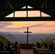 South Carolina Road Trip: Symmes Chapel – A Spiritual Awakening in the Carolina Mountains Myrtle Beach Boardwalk, Myrtle Beach Vacation, Beach Trip, Pretty Place Chapel, Myrtle Beach Things To Do, Cross Pictures, City Icon, Surprise Visit, Travel Aesthetic