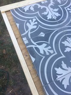 DIY Tile Tabletop DIY Tile Tabletop: Using Merola TilesLet's first talk about the dreamy black and white Who else has been oohing-ahhing at these for the la Diy Outdoor Table, Outdoor Tiles, Diy Outdoor Furniture, Diy Patio, Tile Patio Table, Tiled Coffee Table, Tile Tables, Diy Garden Decor, Diy Home Decor