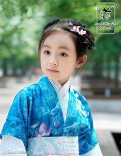 traditional Chinese dress HanFu 漢服小萝莉-Cute loli - YouTube 華夏復興、漢服先行,禮儀之邦,錦繡中華。