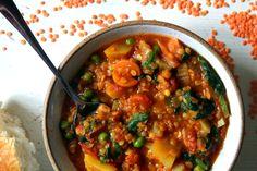 Červená čočka na 100 způsobů | SvačinkyProAnču.cz Lentils, Tofu, Quinoa, Curry, Ethnic Recipes, Fitness, Bulgur, Curries, Lenses