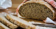 Har du lyst til å servere et perfekt, nystekt brød til frokosten? Et rustikt brød som nesten lager seg selv? Da kan du lage et eltefritt brød! Dette er en lekende lett og garantert vellykket måte å bake knallgode brød på. Deigen røres sammen på 5 minutter med minimalt med gjær, og uten å eltes. Det eneste du må huske, er å sette deigen dagen før den skal stekes.