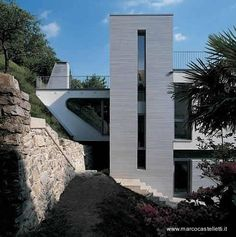 Casa moderna frente a un lago en Italia