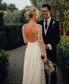 Gorgeous backless wedding gown #bohoweddinggown #bohowedding