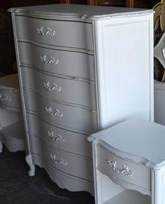 Commodes blanches sur pinterest poign es de tiroir de for Peindre une commode