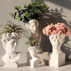 Resin Flowers, Flower Vases, Flower Arrangement, Diy Flowers, Greek Goddess Statue, Indoor Flower Pots, Head Planters, Vase Crafts, Flower Stands