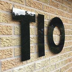 """www.fasaddekor.se på Instagram: """"Pianlacksblankt husnummer i plexiglas/akryl! Absolut pricken över i för den vackra tegelfasen! 😀 Välkommen till oss på www.fasaddekor.se…"""""""