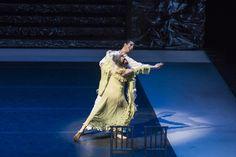 Zorba, el griego. Ballet de Santiago. Madame Hortense: M. Dolores Salazar y John: Simón Hidalgo. Foto: Patricio Melo