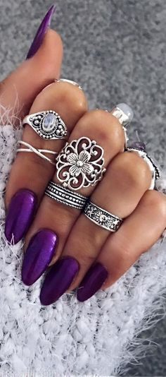 nice Bohemian jewels style. Love these rings...