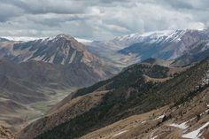 Горные перевалы почти всегда красивы, так как с нихобычноможно увидеть сверхуодну или несколько речных долин, красиво вьющихся между склонов гор, но…