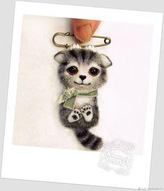 брошь войлочная котёнок на булавке – купить в интернет-магазине на Ярмарке Мастеров с доставкой