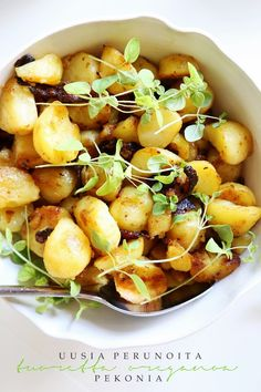 Skillet potatoes with bacon via Vaaleanpunainen hirsitalo #Bacon #BaconLover
