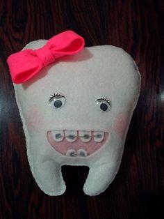 Dente com aparelho de feltro                                                                                                                                                                                 Mais