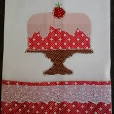 patch aplique de cozinha - Pesquisa Google Patchwork Blanket, Patchwork Baby, Crazy Patchwork, Patch Aplique, Embroidered Towels, Leather Pieces, Embroidery Applique, Crochet, Quilt Blocks