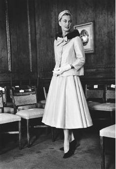 Sir Hardy Amies, 1955: lamé suit with mink collar. © Hulton-Deutsch Collection/CORBIS. #EasyNip