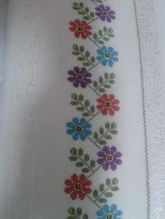 Towel with Cross-Stitch Just Cross Stitch, Cross Stitch Borders, Cross Stitch Flowers, Cross Stitch Designs, Cross Stitching, Cross Stitch Patterns, Hand Embroidery Flowers, Hand Embroidery Designs, Diy Embroidery