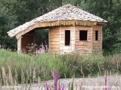 This is a sweet chestnut lakeside shelter built by a small group of volunteers lead by Jamie Miller at Denmark Farm in Ceredigion, Wales. You will find an 8 step guide to building the shelter at www.naturalhomes.org/lakeside-shelter.htm?a=denmarkfarm