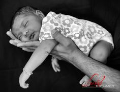 New Born Photoshoot.... Appox 3 weeks oldImage description