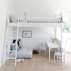 Tegenwoordig zijn studentenkamers of appartementen in de stad steeds kleiner én duurder. Je hebt vaak niet eens plaats om een lekker groot bed en alle meubels die je wil kwijt te kunnen. Dé oplossi…
