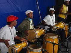Los Muñequitos de Matanzas Cuban Culture, Latino Art, Afro Cuban, Drum Lessons, Salsa Dancing, Orisha, Latin Dance, Drummers, World Cultures