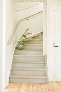 Painted Staircases, Staircase Railings, Painted Stairs, Staircase Design, Cottage Stairs, House Stairs, Stair Shelves, Cosy Room, Stairway To Heaven