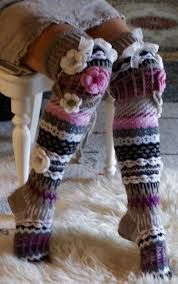 Love the colors. Wool Socks, Knitting Socks, Hand Knitting, Crochet Leg Warmers, Crochet Slippers, Love Crochet, Knit Crochet, Crochet Hats, Loom Knitting Projects